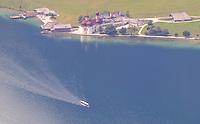 Blick auf St. Bartholomää am Königssee mit Schiffahrt - Berchtesgaden 17.07.2019: Fahrt auf den Jenner