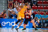 Baskonia's player Rafa Luz and Herbalife Gran Canaria's player Royce O'Neale during the match of the semifinals of Supercopa of La Liga Endesa Madrid. September 23, Spain. 2016. (ALTERPHOTOS/BorjaB.Hojas)
