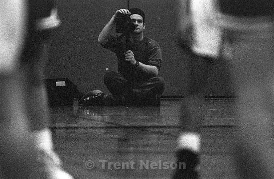 Dave Lowe shooting basketball game<br />