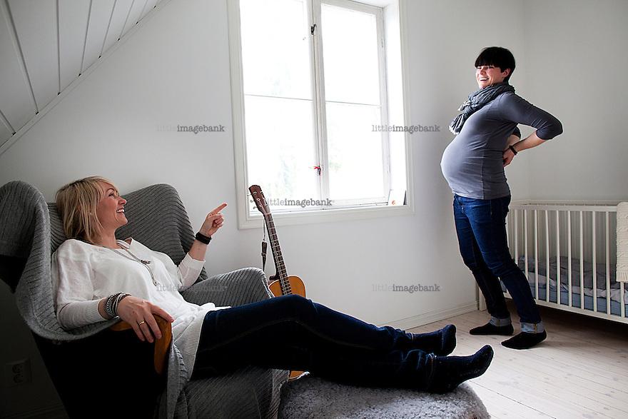 Oslo, Norge, 26.04.2012. Silje Hrafa og Marit Reitan har kjøpt sæd på nett og skal få en gutt. Foto: Christopher Olssøn.