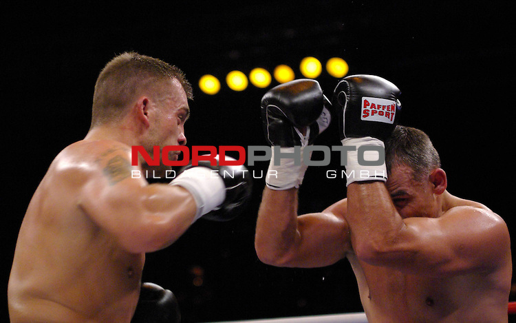 Boxen Cruisergewicht<br /> <br /> Wojciech Bartnik vs. Marcel Erler<br /> <br /> Marcel Erler (links), Wojciech Bartnik (rechts)<br /> <br /> <br /> <br /> <br /> Foto &copy; nph (  nordphoto  )