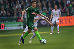 15.04.2018, Weser Stadion, Bremen, GER, 1.FBL, Werder Bremen vs RB Leibzig, im Bild<br /> <br /> <br /> Niklas Moisander (Werder Bremen #18)<br /> Kevin Kampl (RB Leipzig #44)<br /> <br /> Foto &copy; nordphoto / Kokenge
