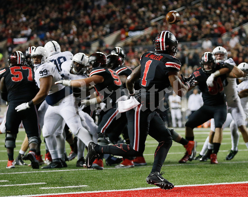 Ohio State Buckeyes wide receiver Braxton Miller (1) catches a touchdown pass from quarterback J.T. Barrett (16) during the fourth quarter of the NCAA football game against the Penn State Nittany Lions at Ohio Stadium in Columbus on Oct. 17, 2015. Ohio State won 38-10. (Adam Cairns / The Columbus Dispatch)