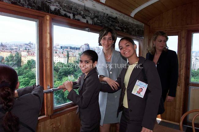 Viviane Senna with children of the Ayrton-Senna-Foundation, Arton Senna Foundation danceshow in Vienna, 06/2002, © PHOTO PRESS SERVICE Vienna