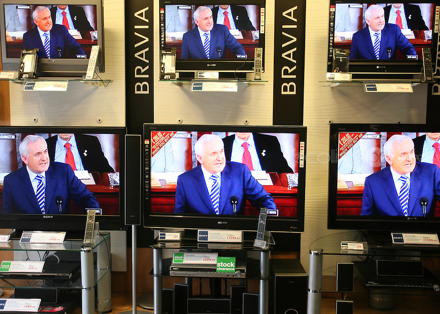 30/04/2008.An Taoiseach Bertie Ahern TD addressing  a joint meeting of the US Houses of Congress on television at The Sony centre on St. Stephens Green, Dublin..Photo: Gareth Chaney Collins