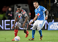 BOGOTA - COLOMBIA, 19-01-2018: Juan Guillermo Dominguez (Der) jugador de Millonarios disputa el balón con Cristian Dajome (Izq) jugador de América de Cali durante partido por el Torneo Fox Sports 2018jugado en el estadio Nemesio Camacho El Campin de la ciudad de Bogotá. / Juan Guillermo Dominguez (R) player of Millonarios fights for the ball with Cristian Dajome (L) player of America de Cali during match for the Fox Sports Tournament 2018  played at the Nemesio Camacho El Campin Stadium in Bogota city. Photo: VizzorImage / Gabriel Aponte / Staff.