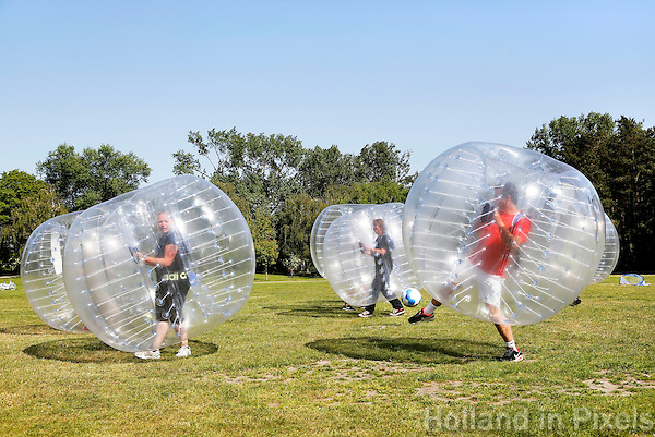 Nederland Zaandam .  Bumberballz : voetbal in plastic ballen.