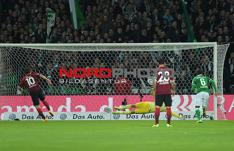 03.11.2013, Weserstadion, Bremen, GER, 1.FBL, Werder Bremen vs Hannover 96, im Bild Szabolcs Huszti (Hannover #10) verwandelt den Elfmeter<br /> <br /> Foto &copy; nph / Frisch