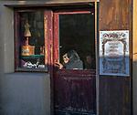 Witryna kawiarni przy ulicy Szerokiej na krakowskim Kazimierzu.<br /> Cafes site at Szeroka Street in Krakow's Kazimierz district.