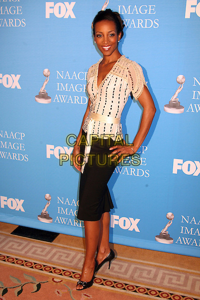 SHAUN ROBINSON .38th Annual NAACP Image Awards Nominees Press Conference at the Peninsula Beverly Hills Hotel, Beverly Hills, California, USA..January 9th, 2007.full length black white skirt top pattern satin belt hand on hip .CAP/ADM/BP.©Byron Purvis/AdMedia/Capital Pictures