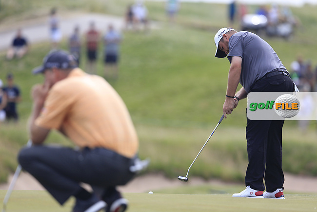 Shane Lowry (IRL) putts on the 4th green during Friday's Round 2 of the 117th U.S. Open Championship 2017 held at Erin Hills, Erin, Wisconsin, USA. 16th June 2017.<br /> Picture: Eoin Clarke | Golffile<br /> <br /> <br /> All photos usage must carry mandatory copyright credit (&copy; Golffile | Eoin Clarke)