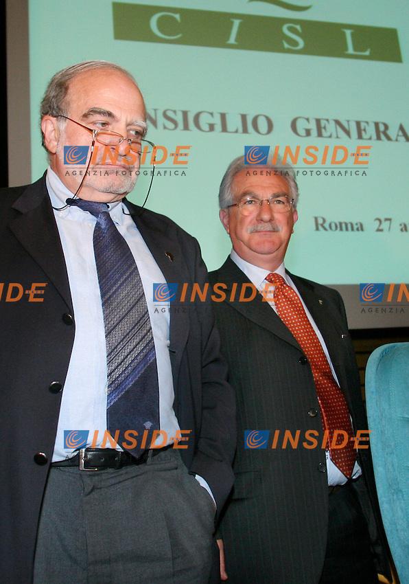 Roma, 27/04/2006 Cisl:Consiglio Generale<br /> Nella foto il segretario uscente Savino Pezzotta e il nuovo segretario Raffaele Bonanni<br /> Photo Serena Cremaschi Insidefoto