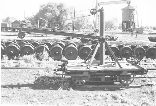 Side view of 4-wheel speeder trailer with boom.<br /> D&amp;RGW