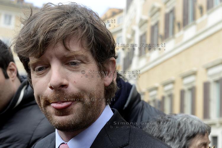 Giuseppe Civati, detto Pippo in Piazza Montecitorio con i giornalisti