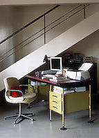 This home office occupies a small area beside the open-plan staircase