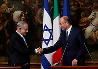 Il Presidente del Consiglio Enrico Letta stringe la mano al Primo Ministro israeliano Benjamin Netanyahu, sinistra, al termine della conferenza stampa congiunta a Palazzo Chigi, Roma, 22 ottobre 2013.<br /> Italian Premier Enrico Letta shakes hands with Israeli Prime Minister, left, at the end of their joint press conference at Chigi Palace, Rome, 22 October 2013.<br /> UPDATE IMAGES PRESS/Isabella Bonotto