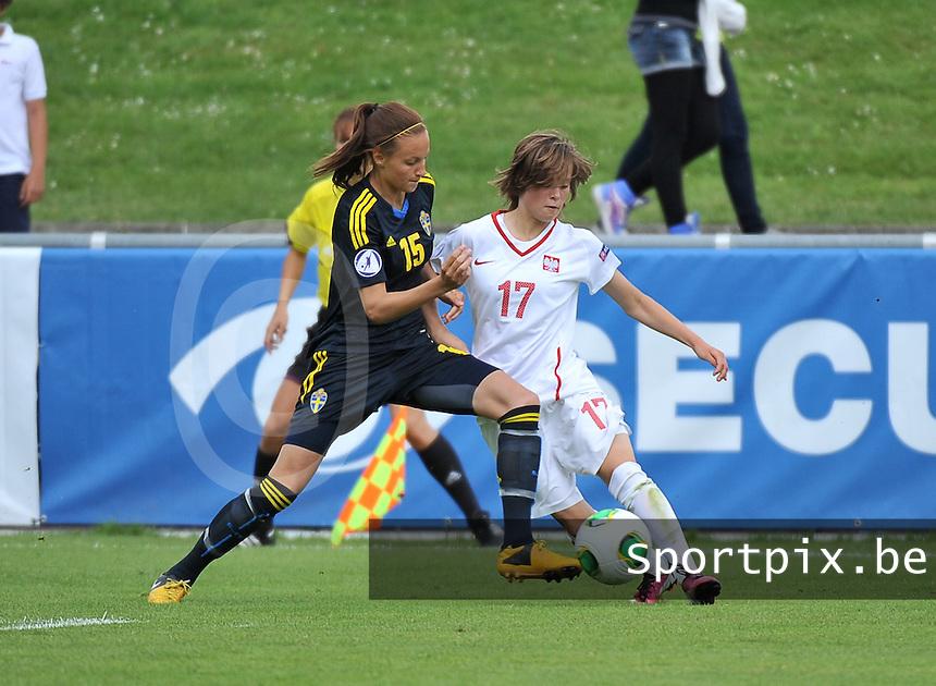Poland - Sweden : Ewa Pajor (17) en Nathalie Bjorn (15)<br /> foto David Catry / Nikonpro.be