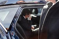 Milano: Paolo Jannacci si asciuga le lacrime durante il funerale del padre Enzo Jannacci