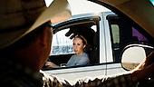 """Mead, Kansas, USA, August 2011:.Todd Gorman is talking to his daughter, who is helping him out at his feedyard.  Millions of cows are gaining weight in feedyards across the region, where four huge meatpacking plants of National Beef, Cargill and Tyson slaughter and process about 20 thousand cattle a day. Kansas dominates American beef industry, by producing one quarter of all beef in the USA..(Photo by Piotr Malecki / Napo Images)..Mead, Kansas, Stany Zjednoczone, Sierpien 2011:.Todd Gorman romawia ze swoja corka, ktora pomaga mu w pracy w jednej z tuczarni zwanych """"feedyards"""". W tym rejonie jest ich mnostwo, by mogly zaopatrywac cztery wielkie zaklady miesne nalezace do firm National Beef, Cargill i Tyson. Zaklady te przerabiaja razem okolo 20 tysiace sztuk bydla dziennie.  Stan Kansas zdominowal rynek wolowiny w Stanach Zjednoczonych, produkujac jedna czwarta calej amerykanskiej wolowiny. Amerykanski przemysl miesny jest bardzo uzalezniony od taniej sily roboczej, ktora daja emigranci..Fot: Piotr Malecki / Napo Images."""