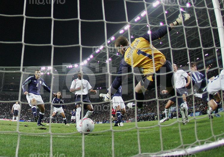Fussball International Testspiel England 3-2 Argentinien Tor durch Hernan Crespo (ARG,re) zum 0-1 ENG Torwart Paul Robinson machtlos
