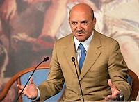 Il segretario generale della Uil Luigi Angeletti tiene una conferenza stampa a Palazzo Chigi, Roma, 18 giugno 2009, al termine dell'incontro tra i vertici della Fiat, i sindacati, il governo e le regioni. .UPDATE IMAGES PRESS/Riccardo De Luca