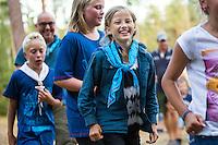 20140805 Vilda-l&auml;ger p&aring; Kragen&auml;s. Foto f&ouml;r Scoutshop.se<br /> scouter, flera, g&aring;r, skog, ler, skrattar