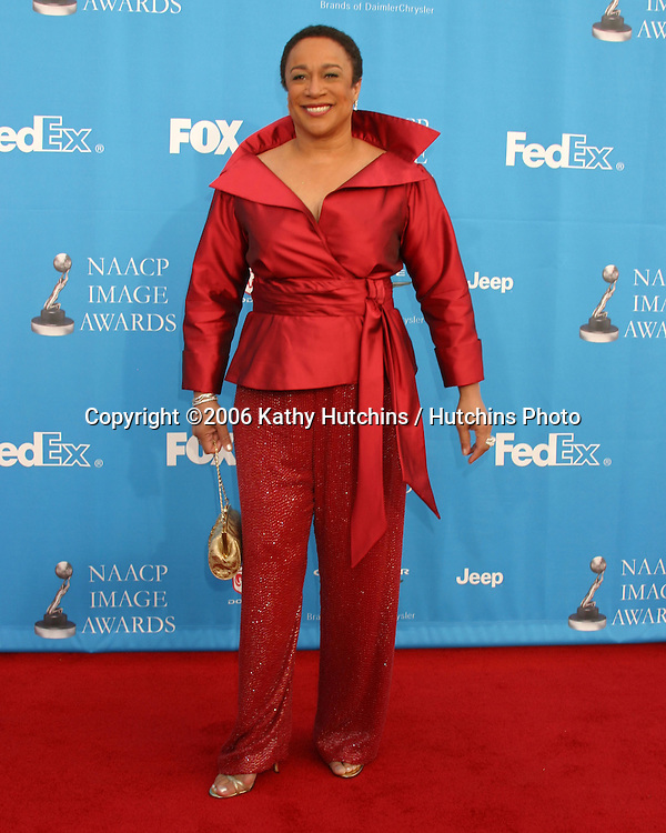 S. Epatha Merkerson.37th NAACP Image Awards.Shrine Auditorium.Los Angeles, CA.February 25, 2006.©2006 Kathy Hutchins / Hutchins Photo....