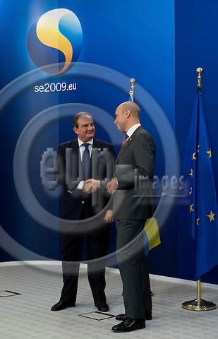 Brussels-Belgium - September 17, 2009 -- Informal European Council, EU-summit under Swedish Presidency; here, Fredrik REINFELDT (ri), Prime Minister of Sweden, welcomes Costas (Kostas) KARAMANLIS (le), Prime Minister of Greece -- Photo: Horst Wagner / eup-images