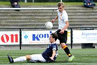 HAREN , Voetbal,  Be Quick - Quick, Derde Divisie zondag seizoen 2017-2018, 17-09-2017, Kai van Hese tast mis in duel met Arnaud Bentum