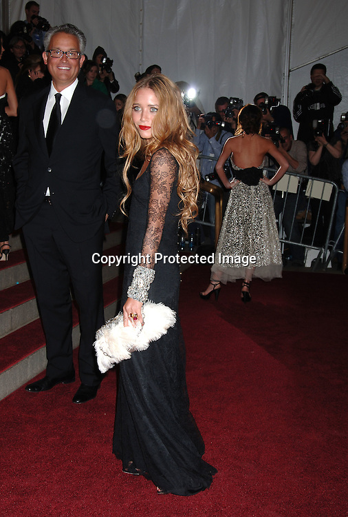Mary-Kate Olsen ..arriving to the Costume Institute Gala celebrating AngloMania on May 1, 2006 at The Metropolitan Museum of ..Art. ..Robin Platzer, Twin Images..