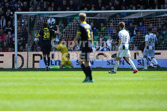GRONINGEN - Voetbal, FC Groningen - SC Cambuur, Eredivisie, Euroborg, seizoen 2014-2015, 12-04-2015,  Cambuur scoort de 1-2