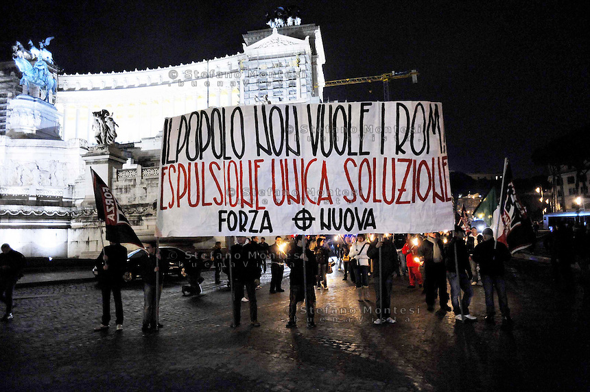 Roma 21 Febbraio 2009.Manifestazione di Forza Nuova  contro i Rom e per emergenza insicurezza..Rome, February 21, 2009  .Demonstration of Forza Nuova, against Roma, and Emergency insecurity. The banner reads : People doesn't want the Rom's! Expulsion only solution.
