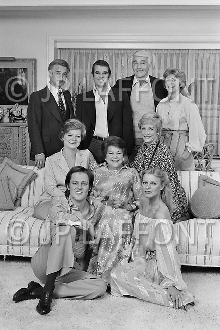 July 1979, Hollywood, Los Angeles, California, USA. Descendants of the actor Alan Ladd: (back row, L-R) son-in-law Michael Jackson (wife of Alana), his son, Director of 20th Century Fox, Alan Ladd Jr, his brother-in-law, director of Columbia Pictures John Veitch, the husband of his adopted daughter Carol; (Middle Row) daughter Carol, his wife, the actress and agent Sue Carol, daughter Alana; (Front Row) his son, David and daughter-in-law Cheryl, and wife of David. Image by © JP Laffont