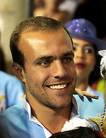 RIO DE JANEIRO, RJ, 20 DE FEVEREIRO 2012 - CARNAVAL 2012 - DESFILE UNIAO DA ILHA  - Jogador Roger durante desfile da escola de samba Uniao da Ilha no segundo dia de desfiles das Escolas de Samba do Grupo Especial do Rio de Janeiro, no sambódromo da Marques de Sapucaí, no centro da cidade.  (FOTO: VANESSA CARVALHO - BRAZIL PHOTO PRESS).
