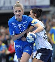 Handball Frauen Champions League 2013/14 - Handballclub Leipzig (HCL) gegen RK Krim Ljubljana am 13.10.2013 in Leipzig (Sachsen). <br /> IM BILD: Susann Müller / Mueller (HCL) gegen Daniela de Oliveira Piedade (Krim)<br /> Foto: Christian Nitsche / aif