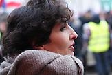 """Renata Kim geht auf jede Demonstration gegen die neue national-konservative Regierung. Die zierliche Journalistin, die als Redakteurin für die polnische Ausgabe der """"Newsweek"""" arbeitet, ist in der Medienszene gut vernetzt. / Demonstration gegen das neue Mediengesetz in Polen am 09.01. in Warschau"""