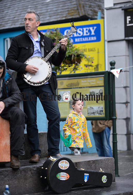 RU4Reel playing at O Connell square at Fleadh Cheoil na hEireann in Ennis, despite the weather. Photograph by John Kelly.