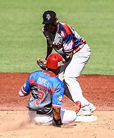 Jasmuel Valentin (i) de P.Rico y Gustavo Nu&ntilde;ez de R. Dominicana <br /> .<br /> Acciones, durante el partido de beisbol entre<br /> Criollos de Caguas de Puerto Rico contra las &Aacute;guilas Cibae&ntilde;as de Republica Dominicana, durante la Serie del Caribe realizada en estadio Panamericano en Guadalajara, M&eacute;xico,  s&aacute;bado 4 feb 2018. <br /> (Foto  / Luis Gutierrez)