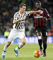 Calcio, Serie A: Juventus vs Milan. Torino, Juventus Stadium, 21 novembre 2015. <br /> Juventus&rsquo; Stephan Lichsteiner, left, is challenged by AC Milan&rsquo;s M&rsquo;Baye Niang during the Italian Serie A football match between Juventus and AC Milan at Turin's Juventus stadium, 21 November 2015. Juventus won 1-0.<br /> UPDATE IMAGES PRESS/Isabella Bonotto