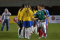 ATENÇÃO EDITOR FOTO EMBARGADA PARA VEÍCULOS INTERNACIONAIS - SAO PAULO, SP, 13 DE DEZEMBRO DE 2012 - TORNEIO INTERNACIONAL CIDADE DE SÃO PAULO - BRASIL x MEXICO: Jogadoras do Brasil e Mexico durante partida Brasil x Mexico, válido pelo Torneio Internacional Cidade de São Paulo de Futebol Feminino, realizado no estádio do Pacaembú em São PauloFOTO: LEVI BIANCO - BRAZIL PHOTO PRESS