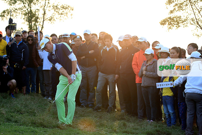 Marcel Siem (GER) chips onto the 17th green from the crowd during Sunday's Final Round of the 2014 BMW Masters held at Lake Malaren, Shanghai, China. 2nd November 2014.<br /> Picture: Eoin Clarke www.golffile.ie