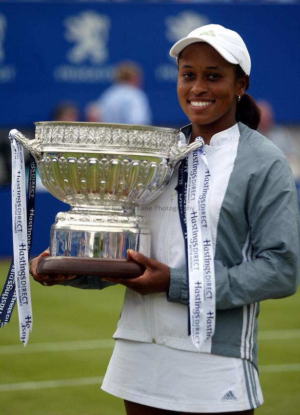 Photograph: Scott Heavey..Hastings Direct International Championships at Eastbourne. 21/06/2003..Chanda Rubin