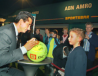 21-2-06, Netherlands, tennis, Rotterdam, ABNAMROWTT,  Autograpksession with Tournament director Richard Krajicek