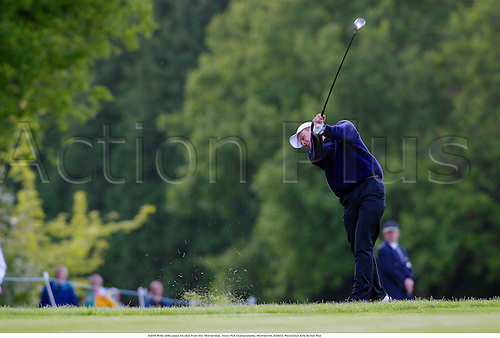 JUSTIN ROSE (ENG) plays his shot from the 18th fairway, Volvo PGA Championship, Wentworth, 020523. Photo:Glyn Kirk/Action Plus...2002.golf golfers golfer.ball sports