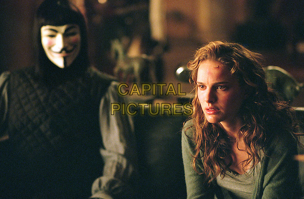 HUGO WEAVING & NATALIE PORTMAN.in V for Vendetta.*Editorial Use Only*.www.capitalpictures.com.sales@capitalpictures.com.Supplied by Capital Pictures.