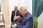 Palestinian President Mahmoud Abbas meets with Mohammad Abdulnabi, A Gaza child suffers from cancer, in the West Bank city of Ramallah, August 21, 2019. Photo by Thaer Ganaim