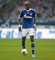 FUSSBALL   1. BUNDESLIGA   SAISON 2013/2014   8. SPIELTAG FC Schalke 04 - FC Augsburg                                05.10.2013 Felipe Santana (FC Schalke 04) am Ball