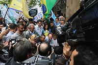 SÃO PAULO, SP, 05.10.2018: ELEIÇÕES-ALCKMIN-CAMINHADA-SP - O candidato à Presidência da República pelo PSDB, Geraldo Alckmin, participa de caminhada com lideranças no centro de São Paulo, na tarde desta sexta-feira, 05. (Foto: Fábio Vieira/FotoRua)