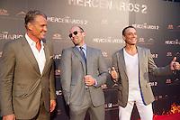 """MADRI, ESPANHA, 08 AGOSTO 2012 - PRE ESTREIA OS MERCENARIOS 2 - Os atores (E/D) Dolph Lundgren,  Jason Statham e Jean-Claude Van Damme durante a premiere do filme """"Os Mercenarios 2"""" no Callao Cinema em Madri capital da Espanha, na noite desta quarta-feira, 08. (FOTO: BILLY CHAPPE / ALFAQUI / BRAZIL PHOTO PRESS)."""