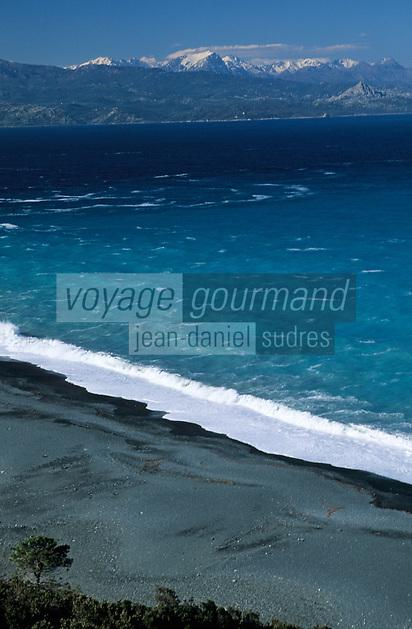 Europe/France/Corse/2B/Haute-Corse/Cap Corse/Nonza: La plage et la montagne